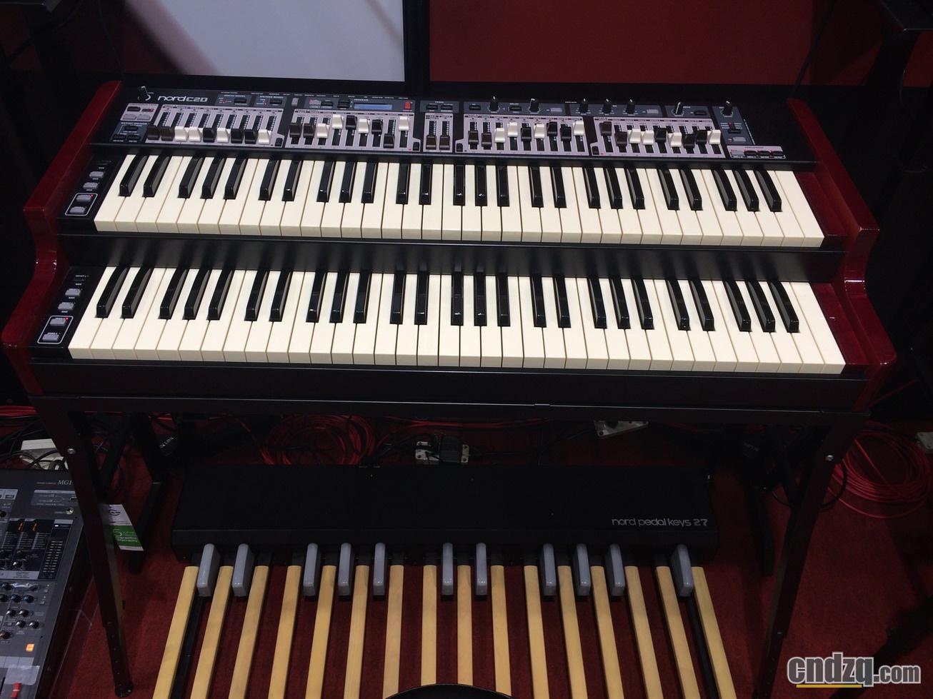 双排键/电子管风琴产品报道:elc-02实物展出图片