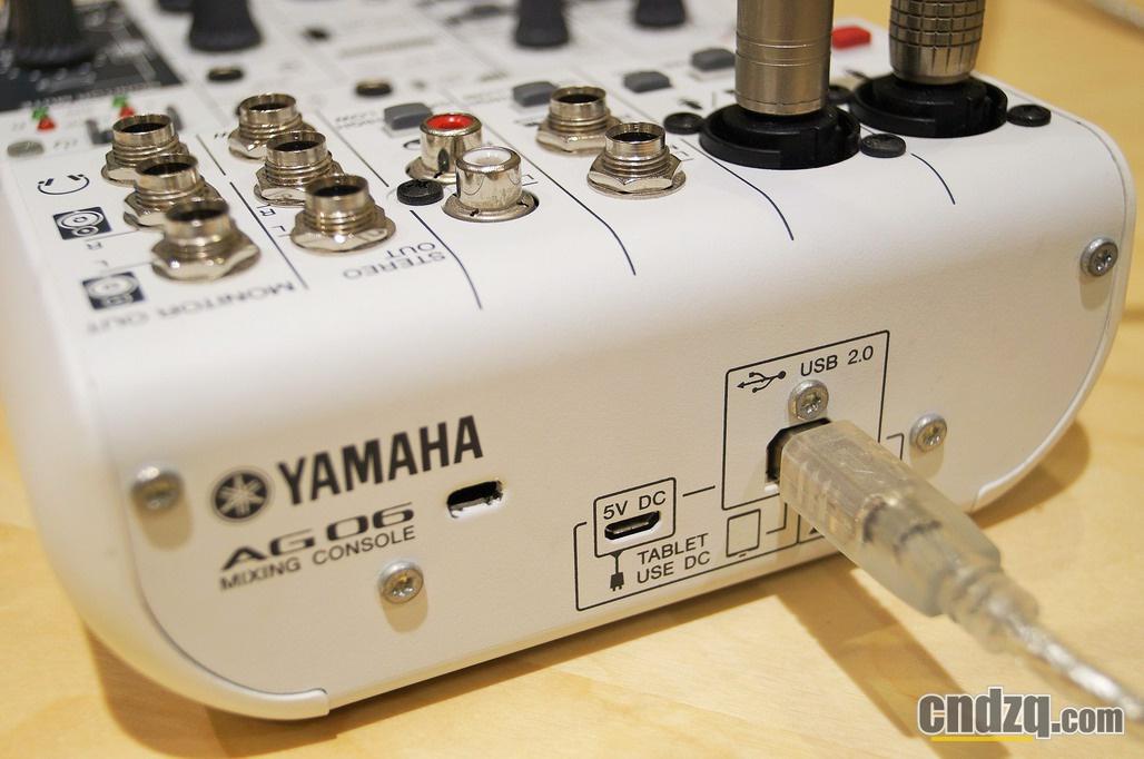 同时AG 06也附赠一个控制软件,用于精细的调节效果器的参数。由于YAMAHA收购了德国Steinberg公司,而Steinberg公司正是ASIO驱动的研发者,因此,YAMAHA音频接口驱动的稳定性以及和各个主流平台的兼容性都做的不错,我想这是选购YAMAHA产品极大的优势之一。另外,随产品附赠的Cubase AI音频工作站软件,也可以基本胜任基本的声音的前期和后期工作。 AG06支持IOS系统,用户可以使用iphone和ipad进行录音和回放了。试想直接带着AG06和自己的手机就可以录音或者做直播,真