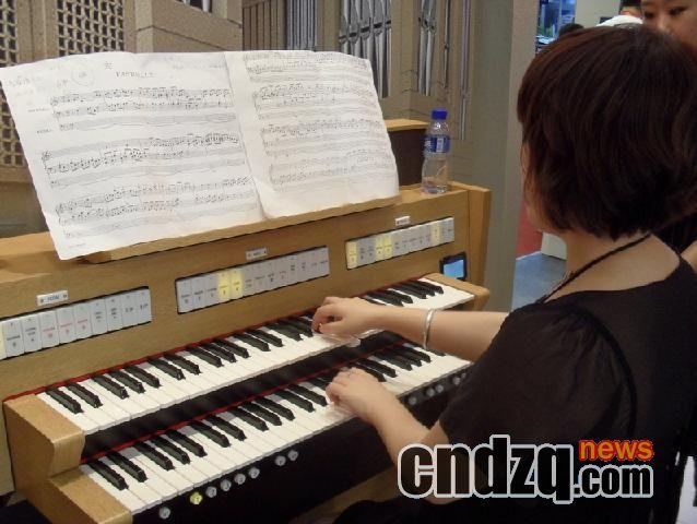 [2010·中国(北京)国际乐展]之roland电子管风琴产品图片报道:第一次图片